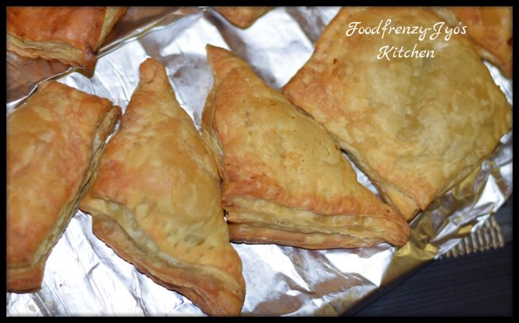Snack time! In case you don't know what samosa means to an Indian then let me tell you. Samosas with a cup of tea is a popular snack of India and loved by all age group. Even calorie consciou…
