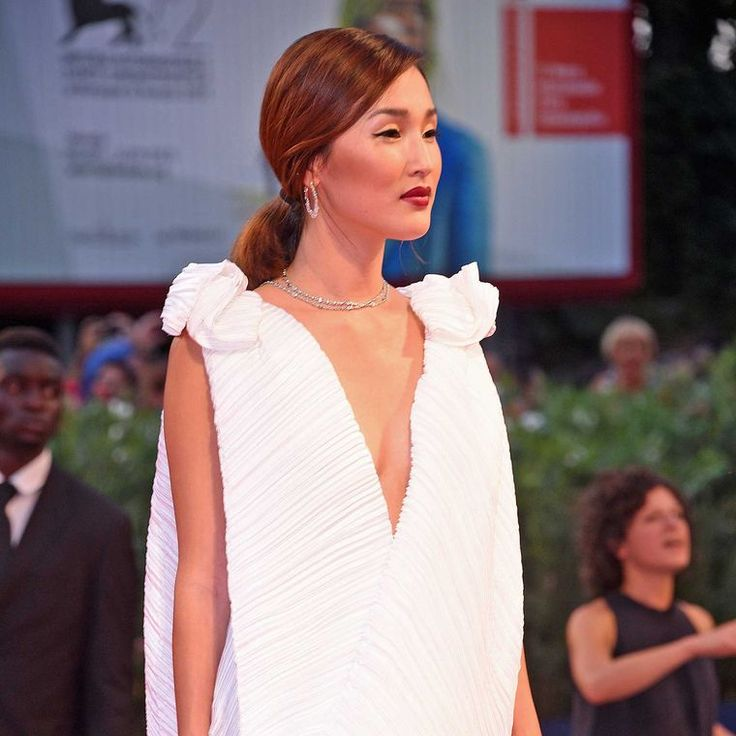 Nicole Warne, founder of fashion, travel and lifestyle website Gary Pepper Girl, wore Chopard Haute Joaillerie white gold and briolette diamond earrings, a white gold and diamond necklace and two rings set with emerald-cut diamonds at the premiere of Spotlight at the Venice Film Festival.