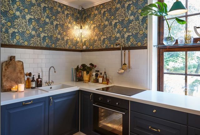 Kitchen in Dynekilgata. William Morris wallpaper