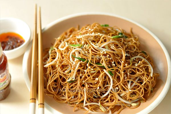 Soy Sauce Fried Noodles aka Chow Mein 豉油王炒麵