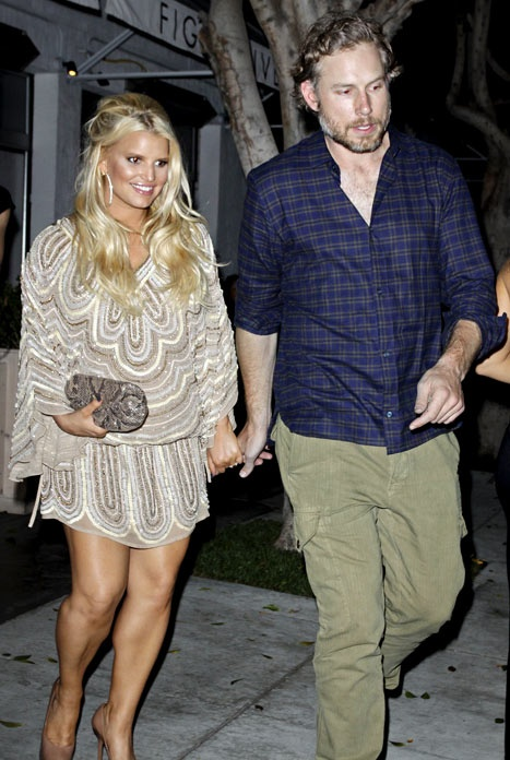 Jessica Simpson spotted with a Lauren Merkin clutch.