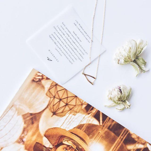 Tylko teraz! Kupując 12 wydań ELLE pozłacany naszyjnik WISHBONE otrzymacie w prezencie. Szczegóły oferty znajdziecie w bio   via ELLE POLAND MAGAZINE OFFICIAL INSTAGRAM - Fashion Campaigns  Haute Couture  Advertising  Editorial Photography  Magazine Cover Designs  Supermodels  Runway Models