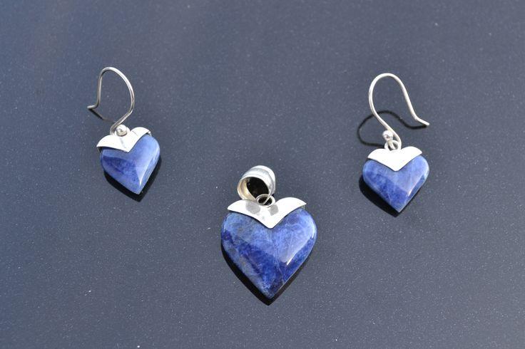 Prachtige Set (oorbellen en Hanger), Met lapis lazuli halfedelsteen .  Lengte Hanger 2,5 cm Lengte Oorbellen 1,6