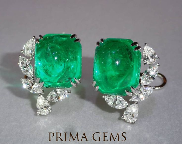 Extraordinary Cabochon Emerald earrings from #PrimaGems #extraordinary #emeraldearrings #jewellery #finejewellery #hijewellery #siamparagon #emporium #1991