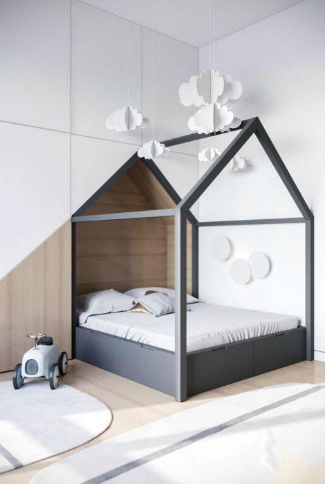 Детская кровать в виде домика.