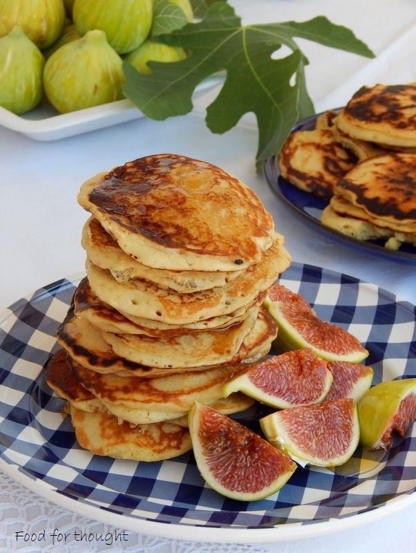 Αφράτες τηγανίτες με φρέσκα σύκα και μέλι.  http://laxtaristessyntages.blogspot.gr/2015/08/afrates-tiganites-me-syka-kai-meli.html