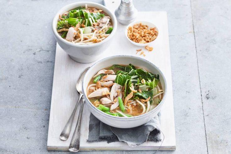 Oosterse kippensoep met noedels en taugé - Recept - Allerhande