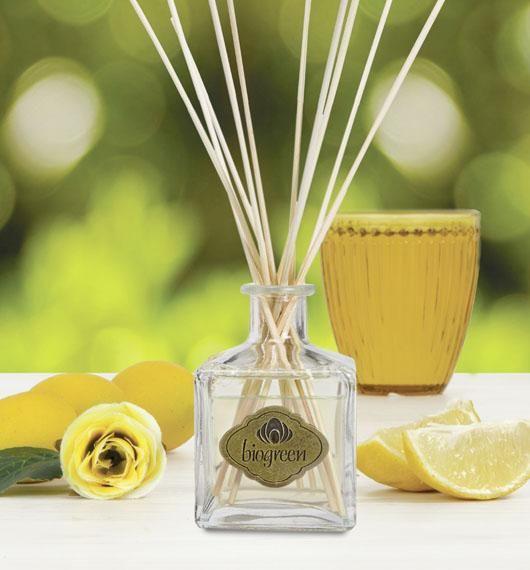 JENGIBRE, LIMÓN & ROSAS  I  Una fragancia energizante que conjuga la frescura del limón y el toque especiado del jengibre, envueltos en un suave manto de rosas.