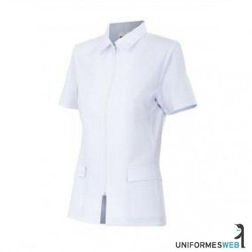 Además, y por suerte, a partir del siglo XX los uniformes del personal de medicina se han vuelto cada vez más cómodos y los pantalones, casacas y chaquetas han sustituido a los engorrosos vestidos y delantales.