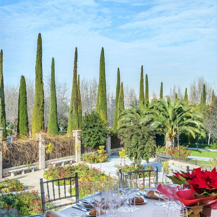 ¿Qué os parecería sentaros a la mesa disfrutando de estas preciosas vistas? Espacios únicos, jardines exuberantes, atención exclusiva, gastronomía de primer nivel....  #Boda #Toledo