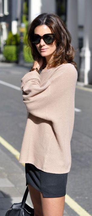 シンプルでダボっと重さを感じるゆるセーター。ドレープ感あるデザインが◎