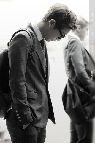 Can we please not Forget how hot chanyeol looks in this suit !?