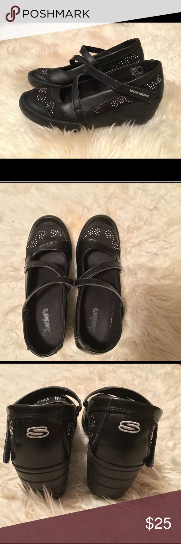 Black Skechers Women's Shoes Size 7.5 Has about a 2-in. wedge heel.  In very good condition. Skechers Shoes