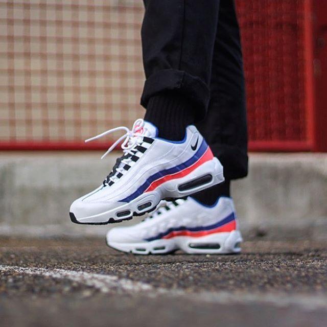 Nike Air max 95 essential Blanc bleu solar red 749766 106