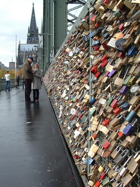 Liebesschlösser an der Hohenzollernbrücke in #Koeln │ #lovelocks on a bridge in #Cologne