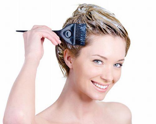 Pode parecer difícil, mas é possível clarear os cabelos quimicamente tratados de forma simples, e o mais natural possível, confira!