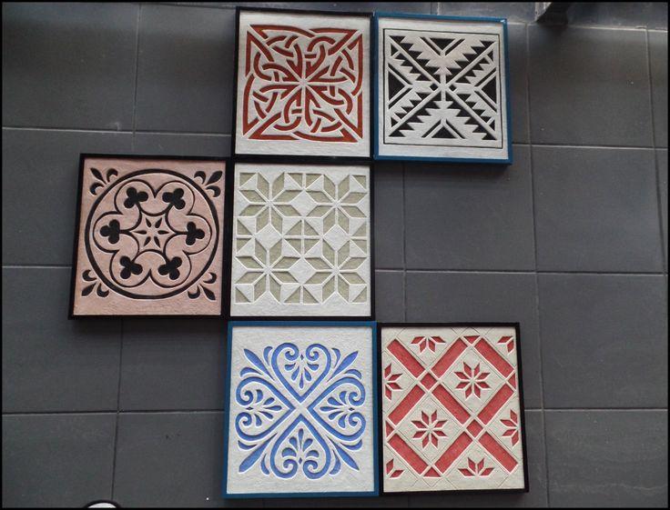 Designerskie ornamenty - wykonany poprzez wycięcie rysunku w barwionych trwałych zaprawachwym. 31x35 cm