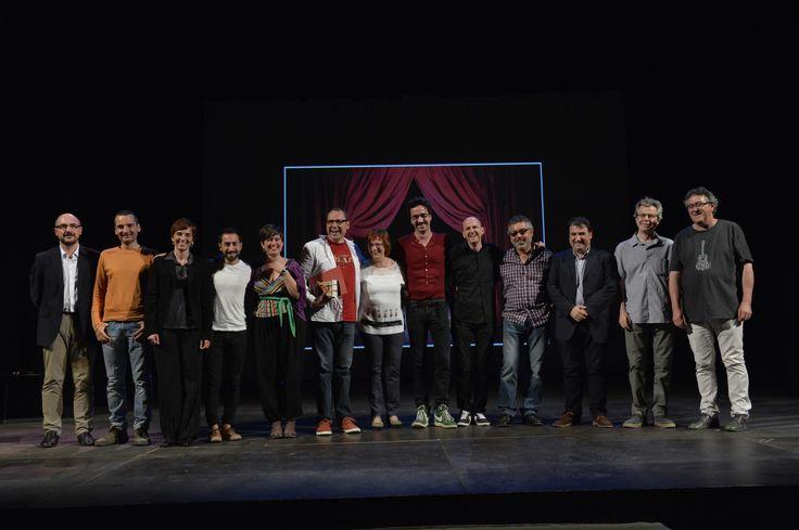 Foto de familia amb el guanyador, el jurat i els col.laboradors de l'EFIT