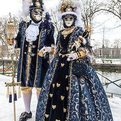 Venice carnival couple