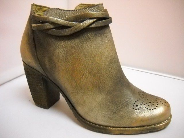 Dkode from Portugal.   Ankle boot with brown gold shimmer.  Side zip with heel height of 8cm.  Plait at top of boot and perforated trim.    Sizes range 37-40.