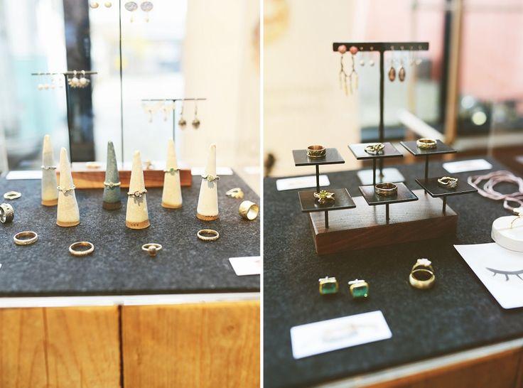 De sieraden van Nadine Kieft jewelry zijn om verliefd op te worden! Nadine heeft een prachtige organische stijl. Zo zijn er ringen die gemaakt zijn in de vorm van koraal (en de mal is dus ook gemaakt met echt koraal), zo tof! Nadine is dol op sierlijke ringen die niet te truttig zijn, en die ontwerpt ze graag samen met jou in haar atelier in Amsterdam. // Foto's: Anouk Fotografeert // Girls of honour