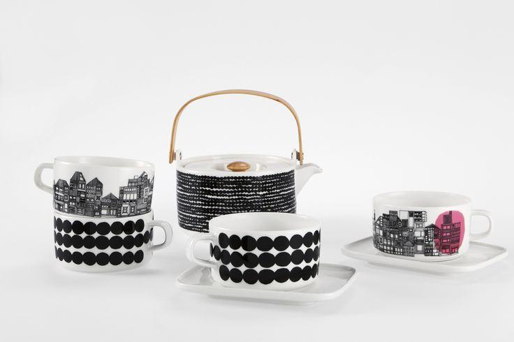 Marimekko Oiva tea pot and tea cups http://www.uaredesign.com/tasse-the-siirtolapuutharha-marimekko-noir.html Tasse à thé Siirtolapuutarha, motif Räsymatto #design #vintage #marimekko