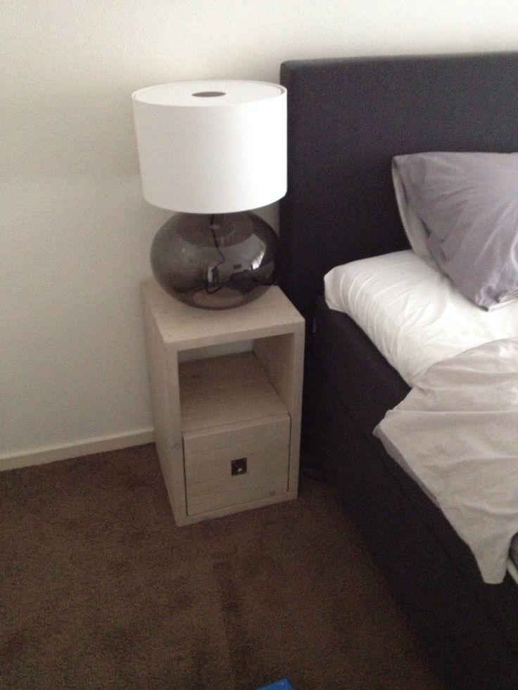 Nachtkastje van steigerhout, helemaal op maat gemaakt zodat het precies het meubelstuk wordt wat je slaapkamer compleet maakt.