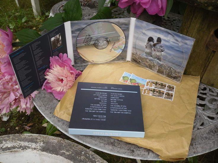 My secret garden is not secret anymore... car c'est en effet dans le jardin que j'ai exposé le double cd tout fraichement arrivé de Grèce du duo synthpop MARSHEAUX : A BROKEN FRAME. Sans doute la meilleure surprise musicale de ce début d'année 2015. J'ai...