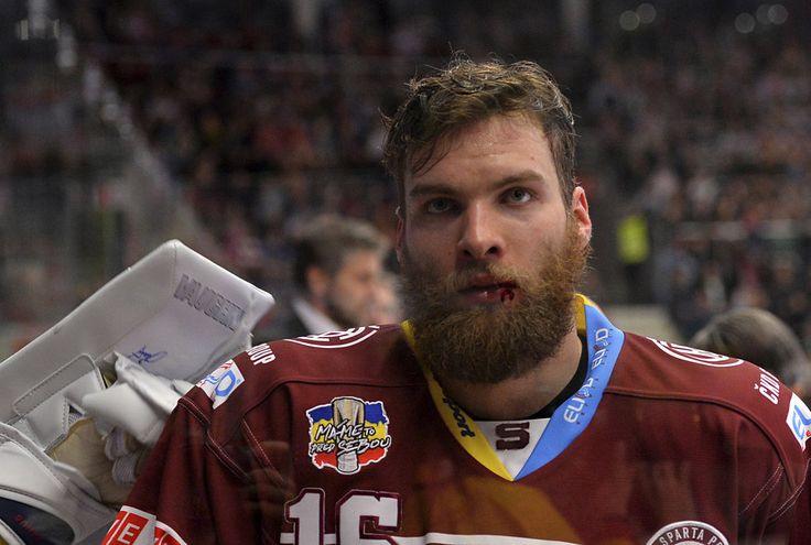 16 Adam Polasek Sparta Praha 2014/15 http://img.blesk.cz/img/2/full/2291363-img-sport-hokej-extraliga-sparta-polasek.jpg