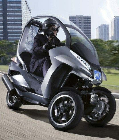 Moto Futuro -Peugeot-Are several versions. In planning, there is to have 3 wheels, two in front and a ago, it will be much more agile, and has half the weight of conventional bikes, have a trip computer, electric motor (does not pollute) and Intelligent Suspension, reducing the risk of falling.