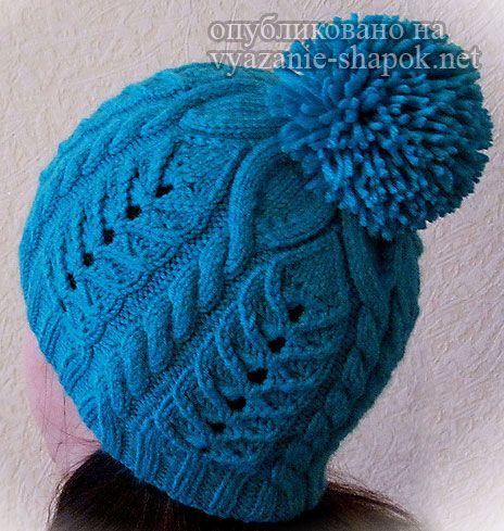 Теплая зимняя шапка спицами с помпоном