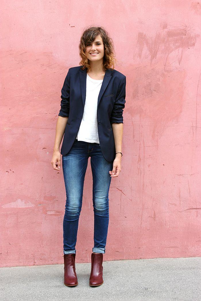 Un jolie look très bien accordé le jean et le blazzer se correspondent très bien ! Tenue de mi-saison de préférence l'automne !