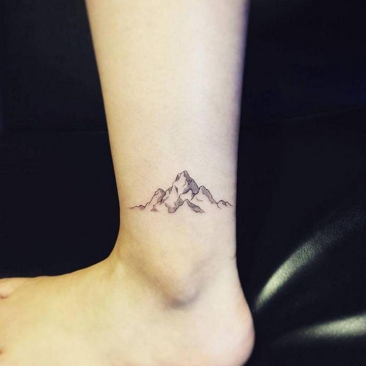 Tatouage cheville  petit, délicat et parfait pour l\u0027été. tatouage cheville  montagne idée homme
