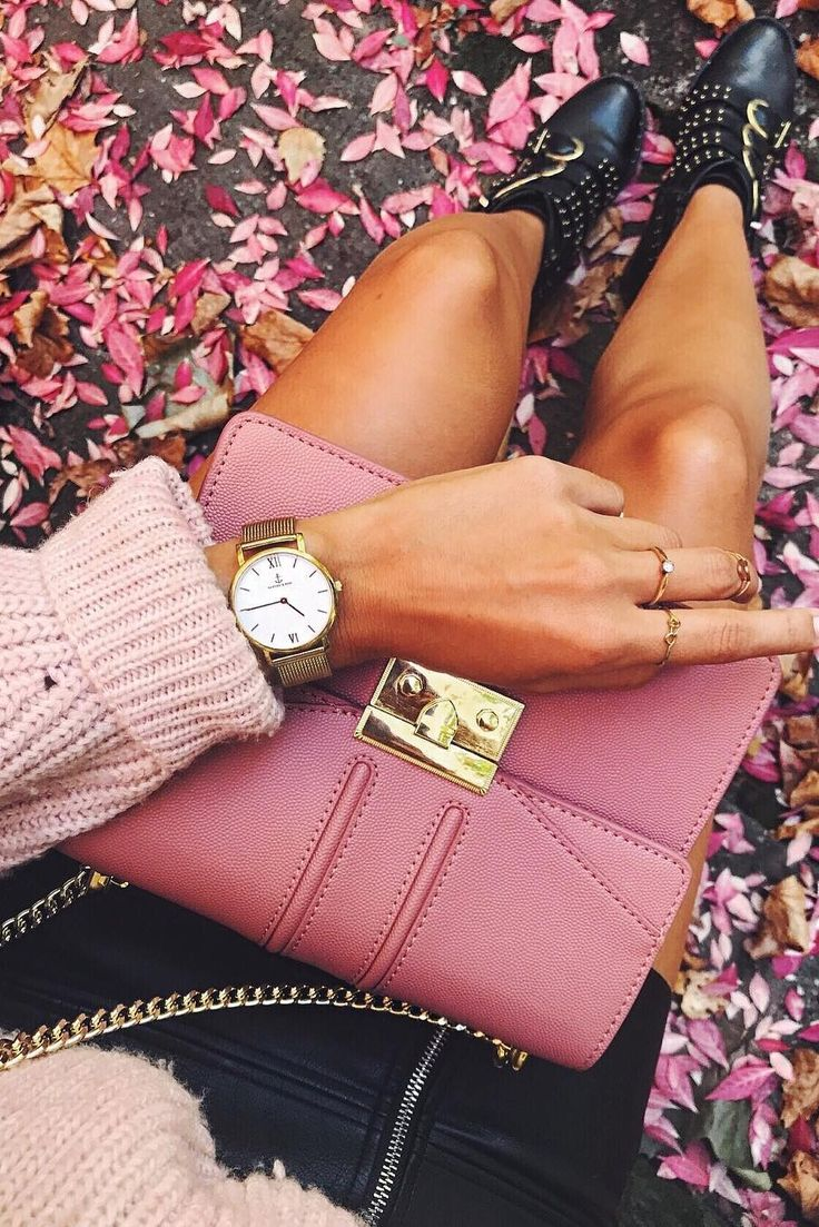 happy girl | watch for her | women watches | pink bag | flowers | Joy Mesh by Kapten & Son | picture by anajohnson