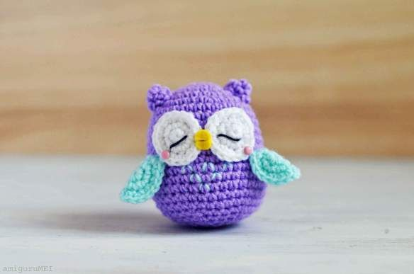 crochet owl find it on: http://www.craftpassion.com/2013/10/owl-amigurumi-mr-murasaki.html/2