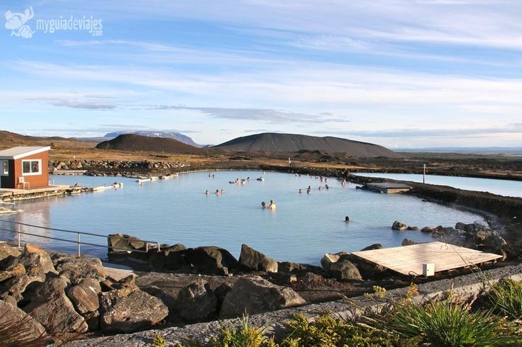 VIAJE A ISLANDIA: AKUREYRI Y EL SOL DE MEDIANOCHE.  Baños naturales en el lago Myvatn, Islandia.