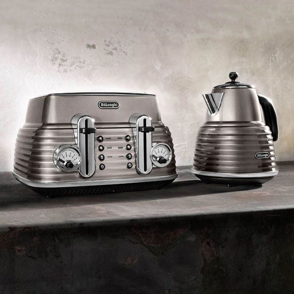 Our new DeLonghi 'Scultura' toaster and kettle <3 <3