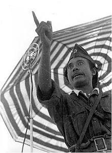 Sutomo (lahir di Surabaya, Jawa Timur, 3 Oktober 1920 – meninggal di Padang Arafah, Arab Saudi, 7 Oktober 1981 pada umur 61 tahun) lebih dikenal dengan sapaan akrab oleh rakyat sebagai Bung Tomo, adalah pahlawan yang terkenal karena peranannya dalam membangkitkan semangat rakyat untuk melawan kembalinya penjajah Belanda melalui tentara NICA, yang berakhir dengan pertempuran 10 November 1945 yang hingga kini diperingati sebagai Hari Pahlawan. http://id.wikipedia.org/wiki/Bung_Tomo