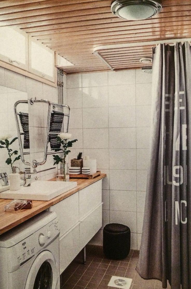 Kylpyhuoneen kalusteet Ikeasta. Allas on Netraudasta. Pumppupullo Kodin Ykkösestä ja suihkuverho H&M Homesta.