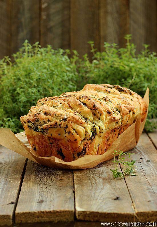 Odrywany chlebek ziołowo serowy