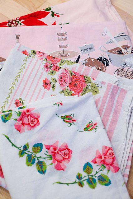 vintage tablecloths: Vintage Interiors Design, Antiques Stores, Mothers Vintage, Vintage Summer, Vintage Linens, Vintage Photo, Vintage Kitchen, Pretty Tablecloths, Vintage Tablecloths
