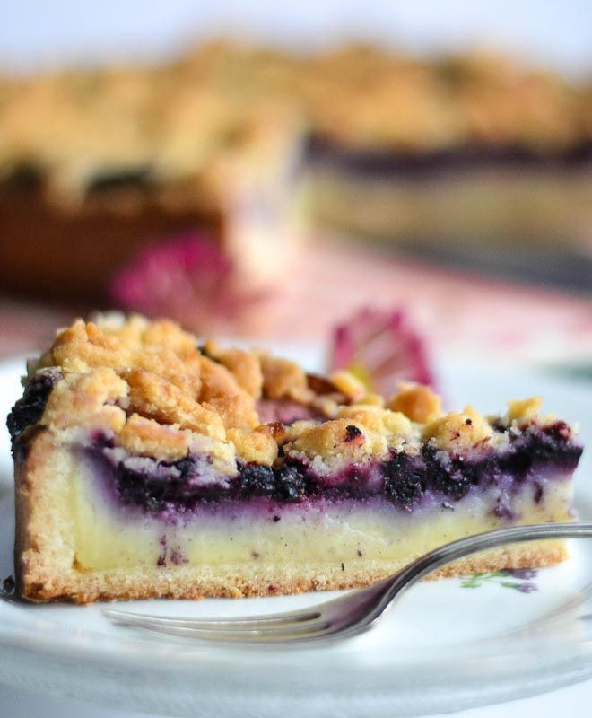 Pudding - Blaubeer - Streuselkuchen  Pudding-Streusel-Kuchen mit selbstgemachtem Vanillepudding und vielen Blaubeeren - saftig, weich und knusprig zugleich.