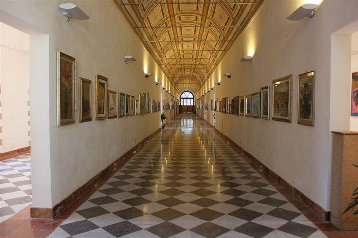 Stasera Moda Arte e Cultura al Monreale Fashion Event. La moda entra nella Civica galleria d'arte moderna alle 20.30 , presente il modello più bello di Italia. Vi aspettiamo a Monreale