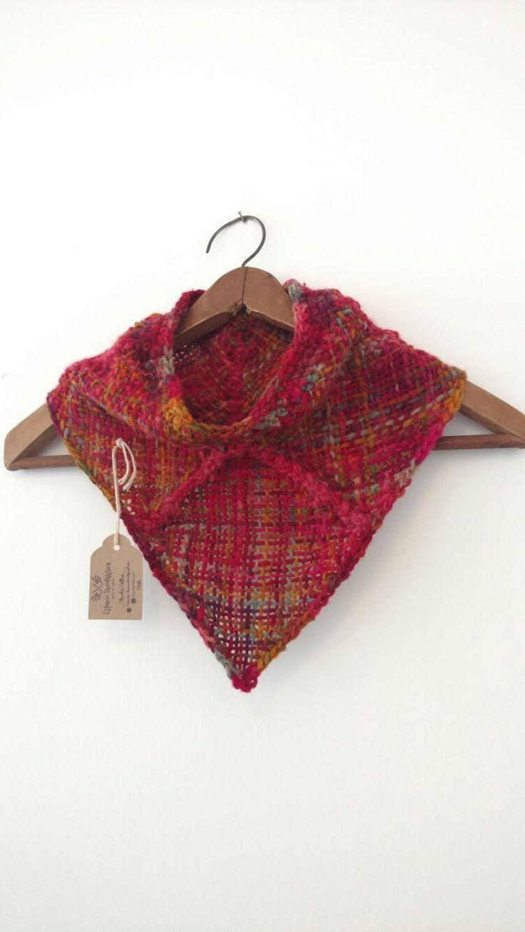 Bandana en telar cuadrado, y terminaciones a crochet. Para un invierno calientito y con mucho estilo Seguimos creando! ❤