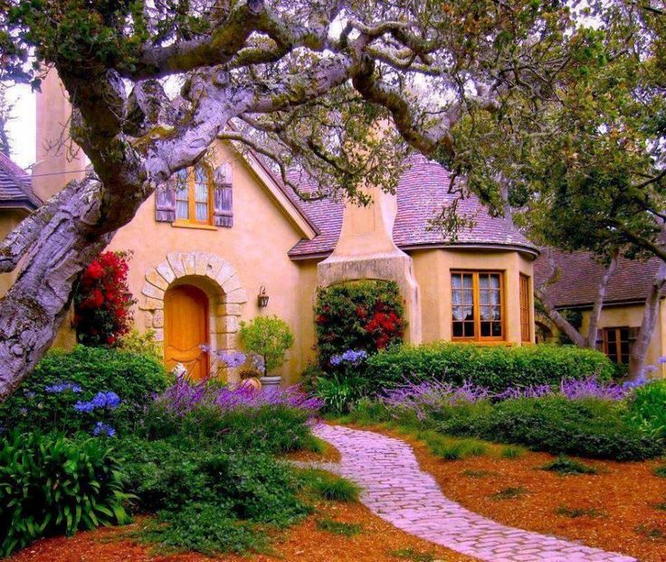 Pretty cottage.... -Pink House, Cottages House, Cottages Looks, Dreams House, Curb Appeal, Pretty House, Fairyte House, Cottages Home, Fairies Tales