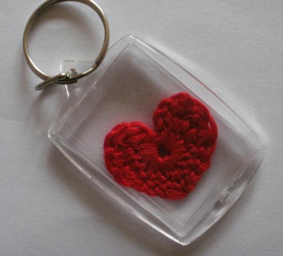 Crochet heart keychain / keyring by JensCrochetandCrafts on Etsy, €3.00