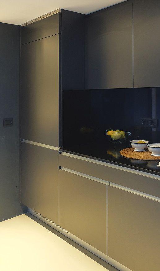 Qué bonita es esta cocina ¿verdad?  / Nice kitchen, isn't it (General Díaz Porlier) http://www.primeresidence.es/#!untitled/zoom/c8ui/i623sn
