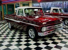 1965. Chevrolet C-10 es el nombre de la línea Chevrolet y GMC de camionetas pickup de a tamaño completo desde 1960 hasta 1999 en los Estados Unidos.