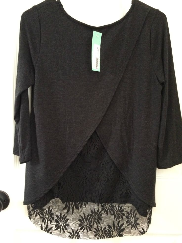 Such an adorable top! Love the split back the chiffon