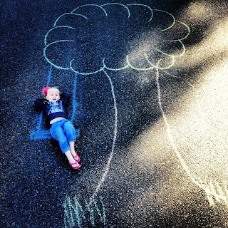 Chalk art- cutest damn kid EVER.